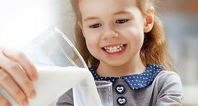 Diş sağlığına hijyenden sonra en büyük katkı sütten!