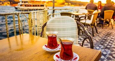 Düzenli çay tüketimi damarları rahatlatarak Kalp Hastalığı riskini düşürüyor!