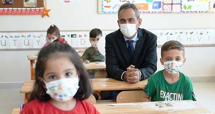 Okullar açılıyor: Covid-19 pozitif vaka çıkarsa neler olacak?