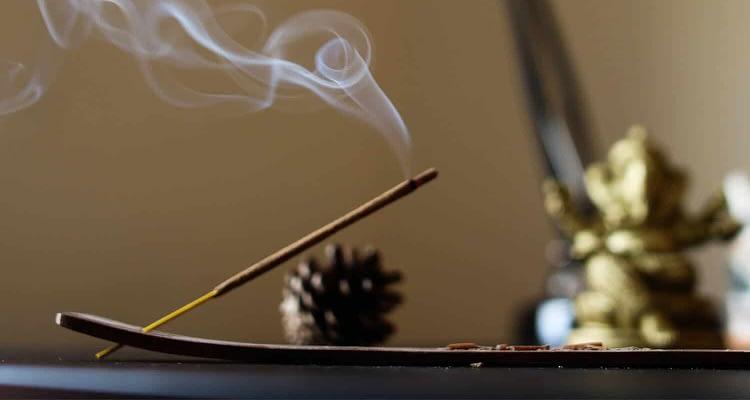 Tütsü nasıl yakılır? Tütsünün faydaları nelerdir?
