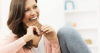 Çikolata tüketimi kadınların kalbini koruyor!