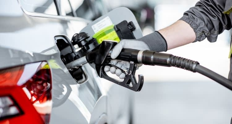 Benzin fiyatlarına aynı gün içinde ikinci kez zam yapıldı! Dün geceki zam 44 kuruş yansırken bugün 28 kuruş daha zam geldi!